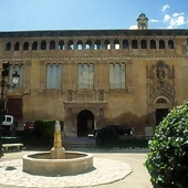 Holspital Reial - Calixto III Square